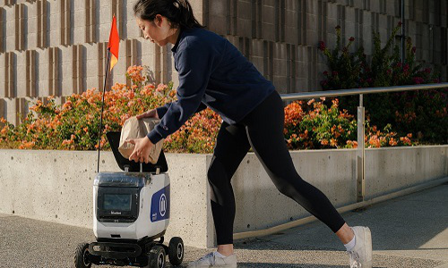 UC Berkeley student retrieves order from a KiwiBot